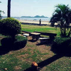 Photo taken at PN Seafood & Resort (พีเอ็น ซีฟู้ด แอนด์ รีสอร์ท) by Auramart H. on 8/4/2013
