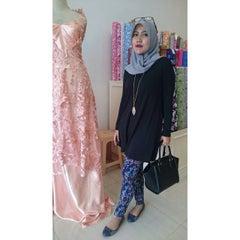 Photo taken at Toko Tekstil Kranggan (Jangkrik) by salis f. on 8/17/2015
