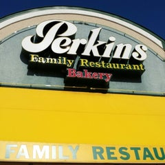 Photo taken at Perkins by Pechluck L. on 9/27/2013