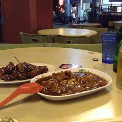 Photo taken at Geylang Lorong 9 Beef Kway Teow by Sosho K. on 5/20/2013