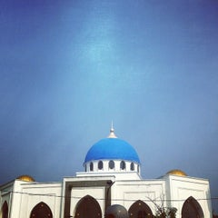 Photo taken at Masjid Al-Ghufran by Mohamad Hilmi O. on 10/10/2014