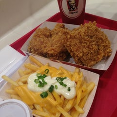 Photo taken at KFC by Charmie S. on 9/18/2013