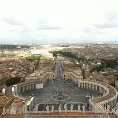 Photo taken at Basilica di San Pietro in Vaticano by Mattias K. on 5/30/2013