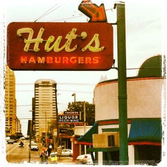 Photo taken at Hut's Hamburgers by Jérôme S. on 3/8/2013