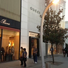 Photo taken at Gucci by Redcar005 on 8/8/2013