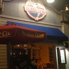 Photo taken at Bubba Gump Shrimp Co. by Paty L. on 12/18/2012
