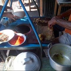 Photo taken at Empal Gentong Bu Darma - Krucuk by Donny S. on 5/28/2015