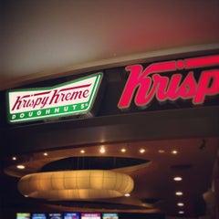 Photo taken at Krispy Kreme (คริสปี้ ครีม) by Lee B. on 4/6/2013