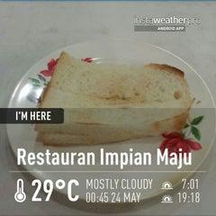 Photo taken at Restoran Impian Maju by Kamal N. on 5/23/2013
