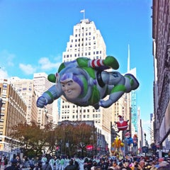 Photo taken at Macy's Thanksgiving Day Parade by Simon S. on 11/22/2012