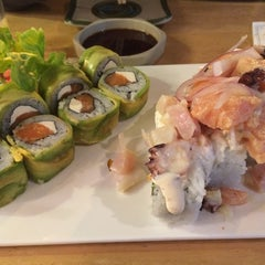 Photo taken at Sushi House by Valeska L. on 8/14/2014