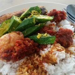 Photo taken at Restoran Firdouse by MrsKKR on 12/7/2014