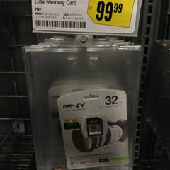 Photo taken at Best Buy by Alfred C. on 12/24/2012