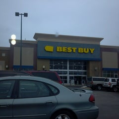 Photo taken at Best Buy by Maria F. on 3/15/2013