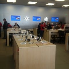Photo taken at Apple Store, Easton Town Center by David S. on 1/7/2013