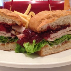 Photo taken at Ruby's Diner by Rob SEO TEC H. on 11/8/2014