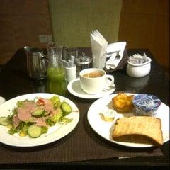 Photo taken at Crowne Plaza Shanghai | 上海银星皇冠酒店 by Suryanto W. on 11/26/2012
