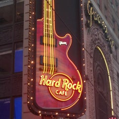 Photo taken at Hard Rock Cafe New York by Silke D. on 7/15/2013