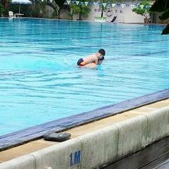 Photo taken at สระว่ายน้ำราชตฤณมัย by แหม่ม อ. on 9/16/2012