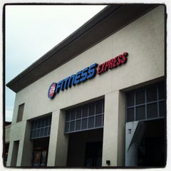 Photo taken at 24 Hour Fitness by Dao T. on 2/2/2013
