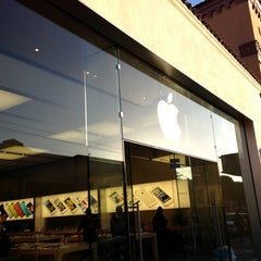 Photo taken at Apple Store, Chestnut Street by Ali R. on 5/31/2013