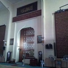 Photo taken at Masjid Saidina Abu Bakar As-Siddiq (مسجد سيدنا ابو بكر الصديق) by Yon B. on 2/21/2013