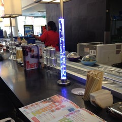 Photo taken at YO! Sushi by Melissa Nasse C. on 6/29/2014