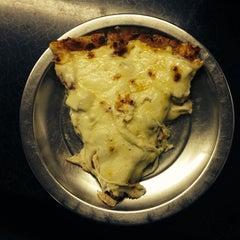 Photo taken at Pizzas El Vecino by Camilo T. on 12/3/2013