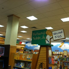 Photo taken at Barnes & Noble by Jessica H. on 6/14/2013