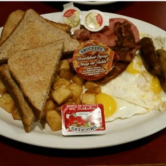Photo taken at Golden Griddle by NEANEA Renata A. on 11/18/2015