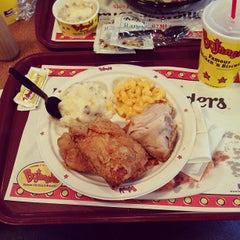 Photo taken at Bojangles' Famous Chicken 'n Biscuits by Scott T. on 3/24/2013