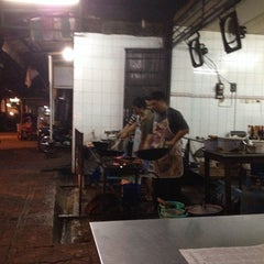 Photo taken at Mie Pasar Baru Jakarta by martin s. on 2/12/2014