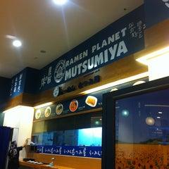 Photo taken at Ramen Planet Mutsumiya (むつみ屋) by Dechanuchit K. on 2/10/2013