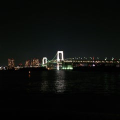 Photo taken at お台場海浜公園 (Odaiba Marine Park) by Steve H. on 3/16/2013