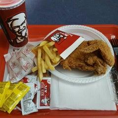 Photo taken at KFC - Kentucky Fried Chicken by Jose Fernando P. on 10/31/2015