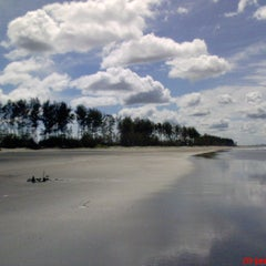 Photo taken at Pantai Panjang (Long Beach) by Yendi s. on 10/23/2013