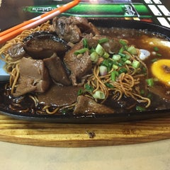 Photo taken at Tang City Food Court 唐城美食中心 by Jayden L. on 9/11/2015