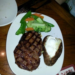 Photo taken at Outback Steakhouse by D L. on 8/11/2013
