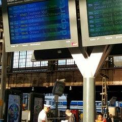 Photo taken at Gare SNCF de Paris Austerlitz by Grace on 7/10/2015