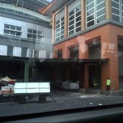 Photo taken at Gate 17 by Mey Fahrul Roji on 3/22/2014