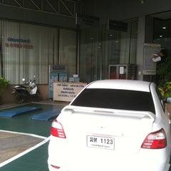 Photo taken at Toyota JD Car กัลปพฤกษ์ by Apichart C. on 4/8/2013