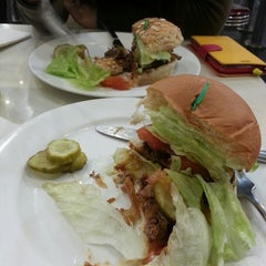 Photo taken at Kraze Burgers by Cho k. on 3/18/2013