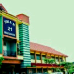 Photo taken at SMA Negeri 21 Makassar by Indr A. on 10/8/2013