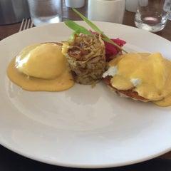 Photo taken at La Laguna Restaurant & Lounge by Ana A. on 11/9/2015