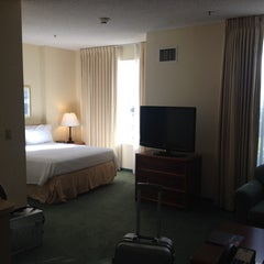 Photo taken at Residence Inn Newark Silicon Valley by Byungsik C. on 9/29/2013