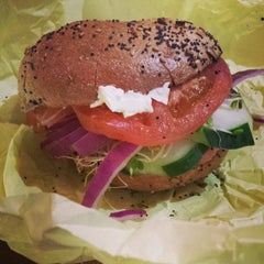 Photo taken at San Francisco Bagelry by Renette Y. on 11/8/2014