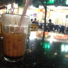 Photo taken at Ali Maju Kafe by Zaiddong .. on 6/4/2014