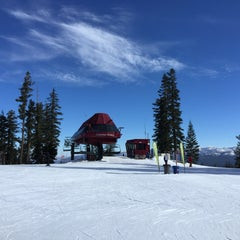 Photo taken at Summit Deck & Grill at Northstar California™ Resort by Jackson T. on 2/25/2015
