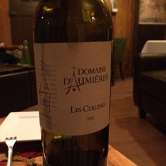 Photo taken at Wine 101 by Linda P. on 11/22/2014
