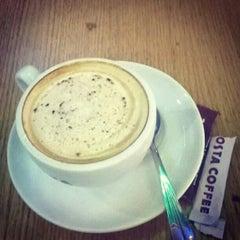 Photo taken at Costa Coffee by Hurshvardhan S. on 6/26/2015